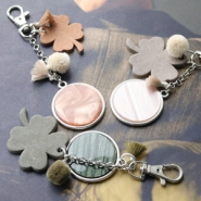Inspirational Sets Keychains with DQ leather clover pendants